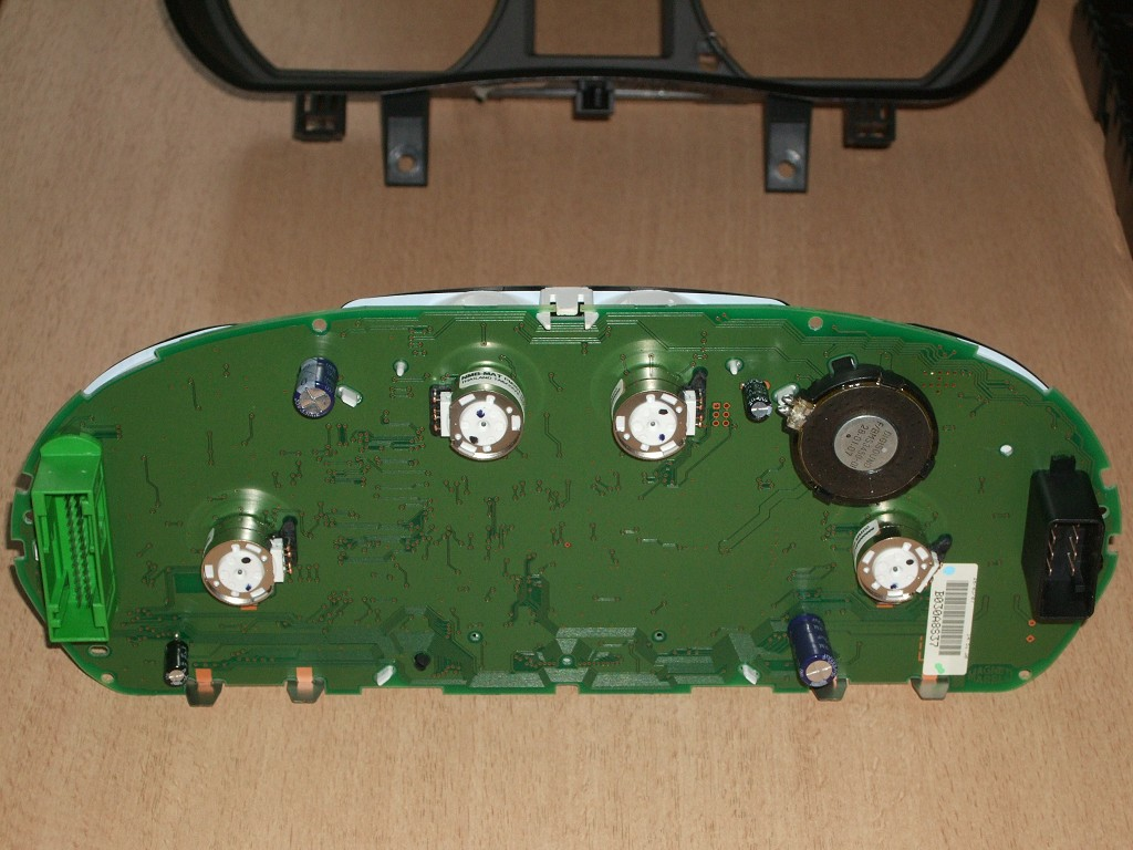 polo iv phase 2 9n3 d monter le porte instruments. Black Bedroom Furniture Sets. Home Design Ideas